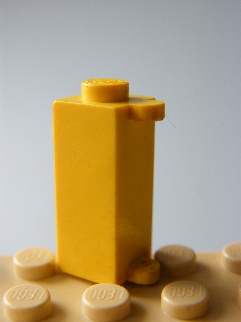 LEGO 3581 Yellow Brick, Modified 1 x 1 x 2 with Shutter Holder