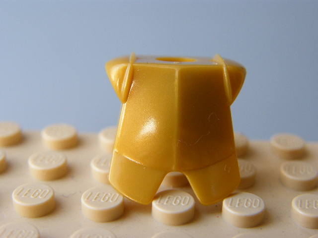 LEGO 2587 - Pearl Gold Minifig, Armor Breastplate with Leg Protection