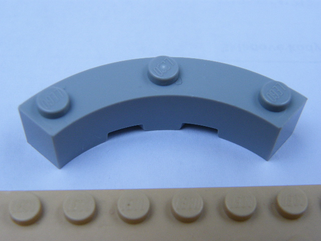 LEGO 48092 - Light Bluish Gray Brick, Round Corner 4 x 4 Macaroni Wide with 3 Studs
