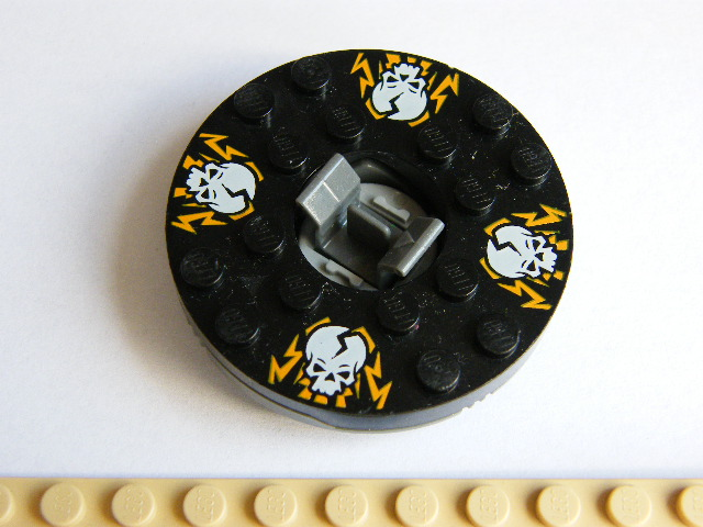 LEGO bb493c02pb03 - Turntable 6 x 6 Round Base with Black Top with White Skulls