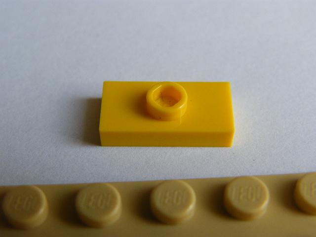LEGO 3794 - Yellow Plate, Modified 1 x 2 with 1 Stud