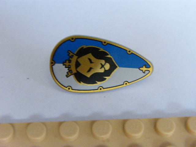 LEGO 2586pb006 Minifigure, Shield Ovoid with Lion Head on White and Blue Pattern