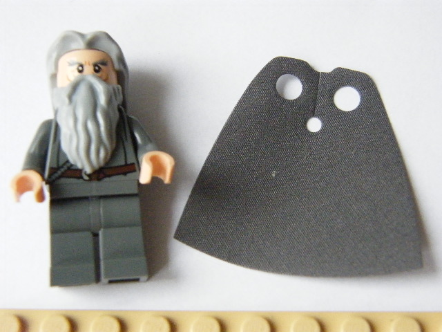LEGO Hobbit and Lord of the Rings -Gandalf the Grey - Hair and Cape