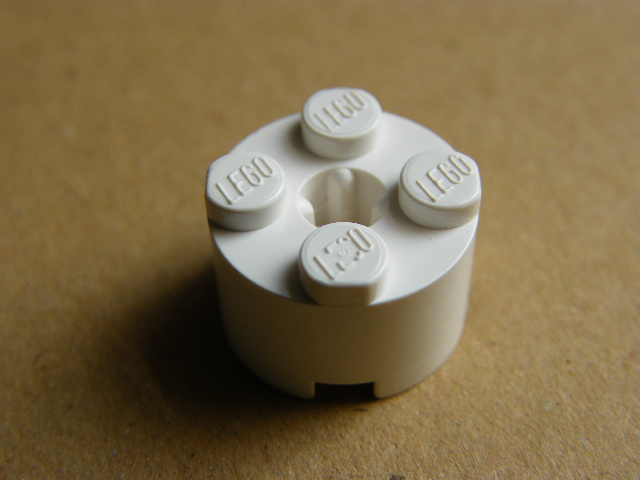 LEGO 3941 - White Brick, Round 2 x 2 with Axle Hole