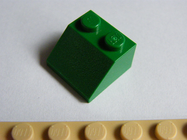LEGO 3039 - Green Slope 45 2 x 2