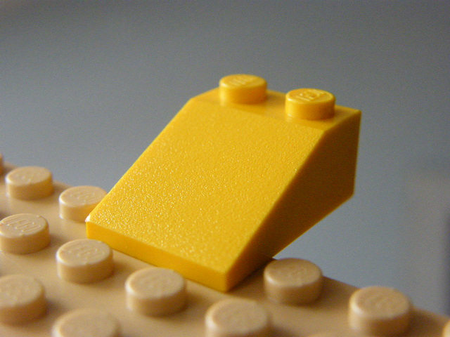LEGO 3298 - Yellow Slope 18 4 x 2