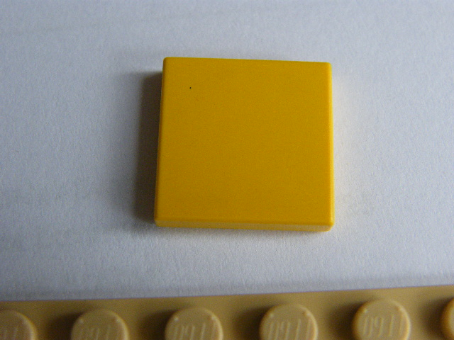 LEGO 3068 Yellow Tile 2 x 2 with Groove