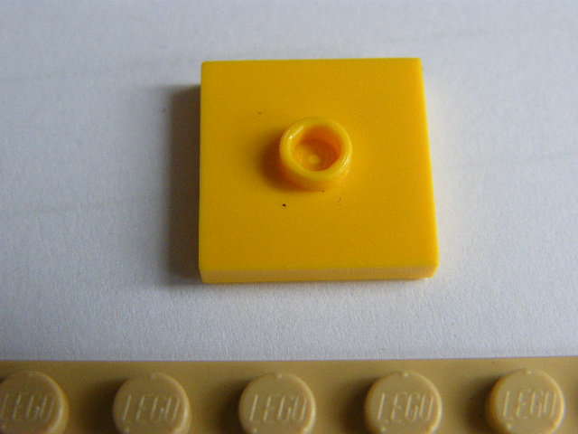 LEGO 87580 - Yellow Plate, Modified 2 x 2 with Groove