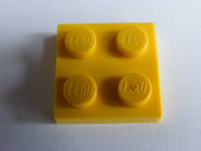 LEGO 3022 - Yellow Plate 2 x 2