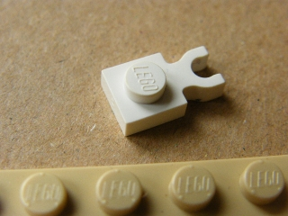 LEGO 4085d - White Plate, Modified 1 x 1 with Clip Vertical
