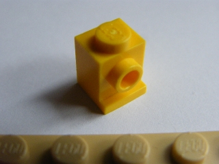 LEGO 4070 Yellow Brick, Modified 1 x 1 with Headlight