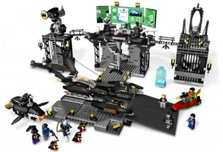 LEGO 7783 - The Batcave: The Penguin and Mr. Freeze's Invasion